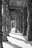 Vecchie colonne di costruzione intagliate Fotografie Stock Libere da Diritti