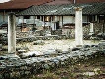 Vecchie colonne e rovine nell'area di Plaoshnik, Ocrida, Macedonia Fotografia Stock