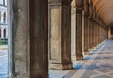 Vecchie colonne veneziane fotografia stock