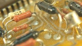 Vecchie componenti d'annata della rete di Pan Circuit Board Electricity Micro di tecnologia stock footage