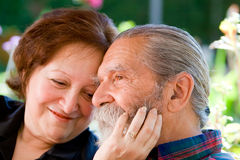 Vecchie coppie amorose felici Fotografie Stock