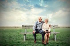 Vecchie coppie di seduta Immagine Stock Libera da Diritti