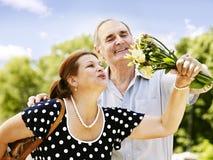 Vecchie coppie felici all'aperto. Fotografia Stock Libera da Diritti
