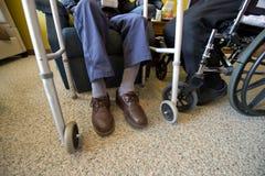 Vecchie coppie senior anziane nella casa di cura o nella vita di Assited Fotografia Stock Libera da Diritti