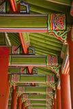 Vecchie costruzioni coreane dalla parte esterna e dalla parte interna. Immagine Stock Libera da Diritti
