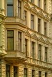 Vecchie costruzioni di appartamento Fotografie Stock Libere da Diritti