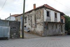 Vecchie, costruzioni di pietra nella campagna fotografia stock libera da diritti