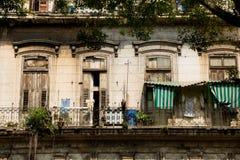 Vecchie costruzioni dilapidate a Avana, Cuba Fotografia Stock Libera da Diritti