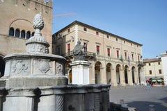 Vecchie costruzioni medievali sulla piazza Cavour Fotografie Stock