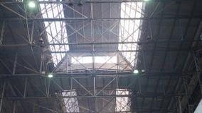 Vecchie costruzioni metalliche industriali stock footage
