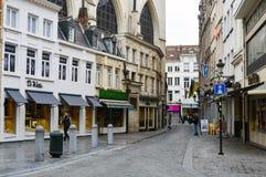 Vecchie costruzioni residenziali e commerciali stile europea conservate sulle vie della città di Bruxelles, Belgio Immagine Stock Libera da Diritti