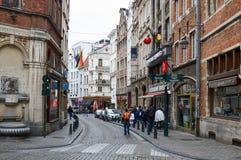 Vecchie costruzioni residenziali e commerciali stile europea conservate sulle vie della città di Bruxelles, Belgio Fotografie Stock Libere da Diritti