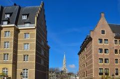 Vecchie costruzioni residenziali e commerciali stile europea conservate sulle vie della città di Bruxelles, Belgio Immagini Stock