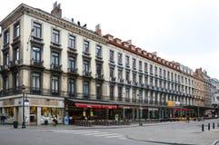 Vecchie costruzioni residenziali e commerciali stile europea conservate sulle vie della città di Bruxelles, Belgio Immagini Stock Libere da Diritti