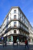 Vecchie costruzioni residenziali e commerciali stile europea conservate sulle vie della città di Bruxelles, Belgio Fotografia Stock Libera da Diritti