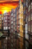 Vecchie costruzioni tradizionali a Amsterdam immagini stock