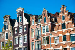 Vecchie costruzioni tradizionali a Amsterdam, Paesi Bassi Immagine Stock Libera da Diritti