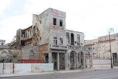 Vecchie costruzioni in via di Avana Malecon Immagini Stock