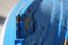 Vecchie due barche blu e bianche misere Fotografia Stock Libera da Diritti