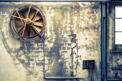 Vecchie e costruzioni concrete abbandonate Fotografia Stock Libera da Diritti