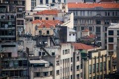 Vecchie e costruzioni concrete invecchiate Immagini Stock Libere da Diritti