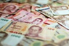 Vecchie e nuove banconote tailandesi fotografie stock