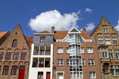 Vecchie e nuove case di Bruges Fotografia Stock