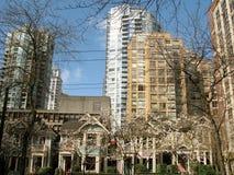 Vecchie e nuove costruzioni nella città di Vancouver Fotografia Stock