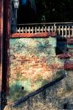 Vecchie facciata e scale del cortile Fotografie Stock Libere da Diritti