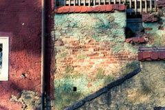 Vecchie facciata e scale del cortile Immagine Stock