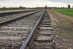 Vecchie ferrovie a Auschwitz - Birkenau-II Immagini Stock