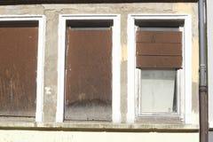 Vecchie finestre barricate Immagine Stock