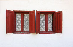 Vecchie finestre con gli otturatori Fotografia Stock Libera da Diritti