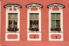 Vecchie finestre della città Immagine Stock