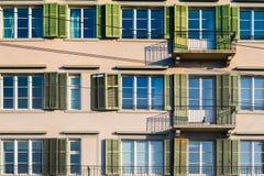 Vecchie finestre della costruzione Immagini Stock Libere da Diritti