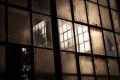 Vecchie finestre in magazzino abbandonato Fotografie Stock Libere da Diritti