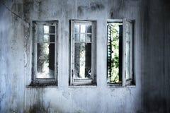 Vecchie finestre rotte Immagini Stock Libere da Diritti