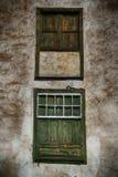 Vecchie finestre stagionate spagnole fotografie stock