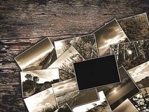 Vecchie foto d'annata su un fondo di legno Immagine Stock