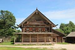 Vecchie grande di legno della Russia Veliky Novgorod della casa Fotografia Stock Libera da Diritti