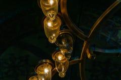 Vecchie lampade dentro una moschea immagini stock