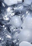 Vecchie lampadine in bidone della spazzatura Fotografia Stock