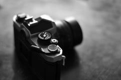 Vecchie macchina fotografica e lente per fotografia Fotografia Stock Libera da Diritti
