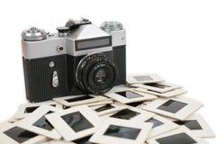 Vecchie macchina fotografica e trasparenze Fotografia Stock Libera da Diritti