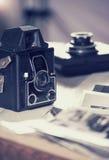 Vecchie macchine fotografiche e foto, immagine filtrata Fotografie Stock Libere da Diritti