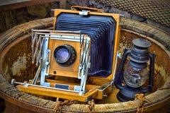 Vecchie macchine fotografiche e tende foranee Fotografie Stock Libere da Diritti