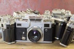 Vecchie macchine fotografiche Un fondo d'annata della raccolta Fotografia Stock