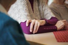 Vecchie mani di preghiera Fotografie Stock