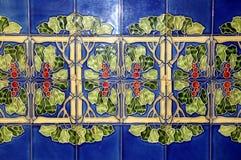 Vecchie mattonelle della parete con il modello floreale Fotografia Stock