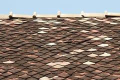 Vecchie mattonelle di tetto dell'assicella Immagine Stock